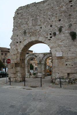Roman gate, Ascoli Picena
