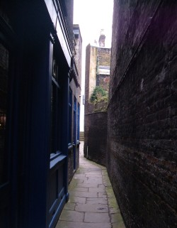 Town of Ramsgate pub, alley to the river