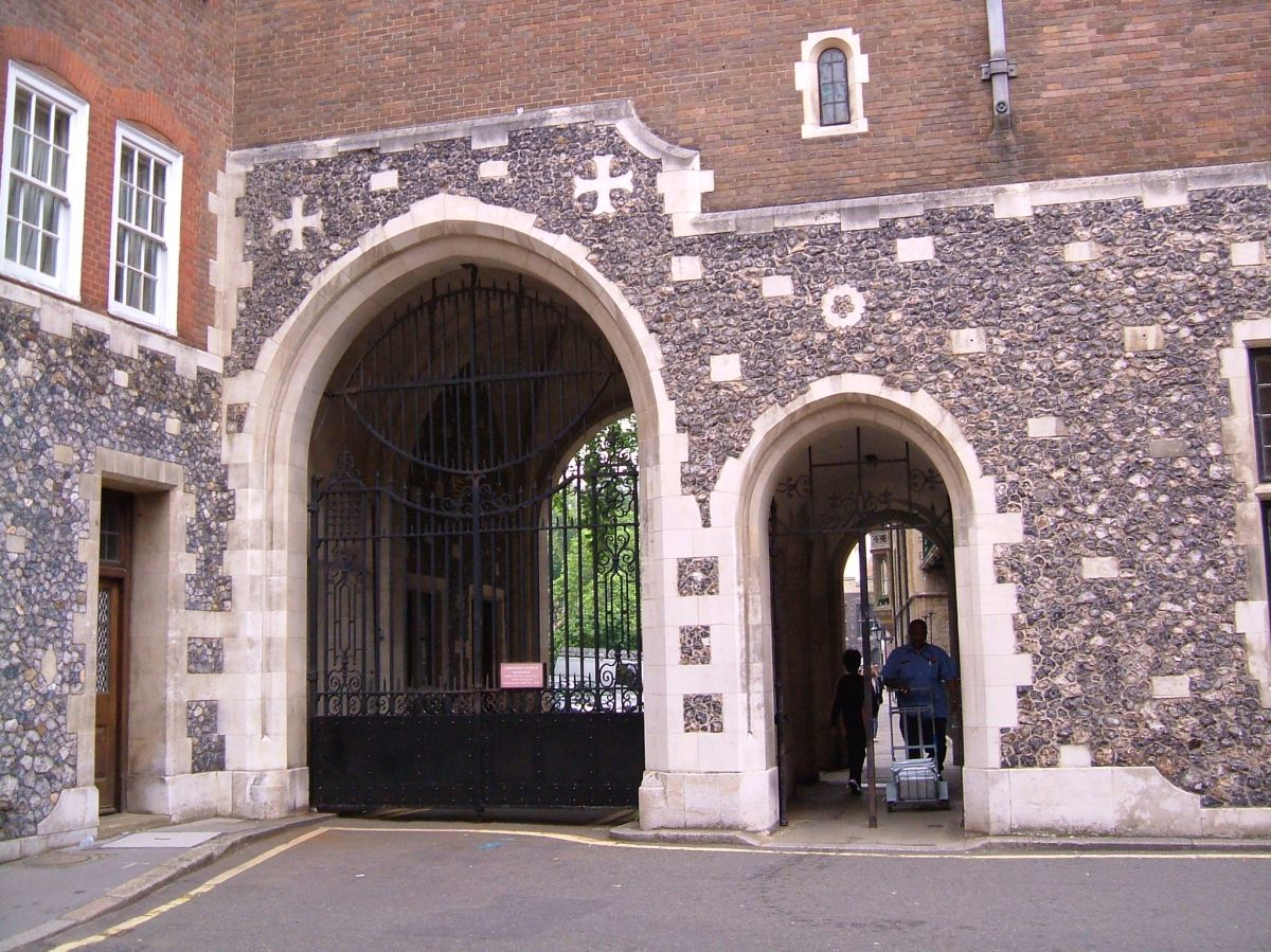 Gateway between Dean's Yard and Great College Street