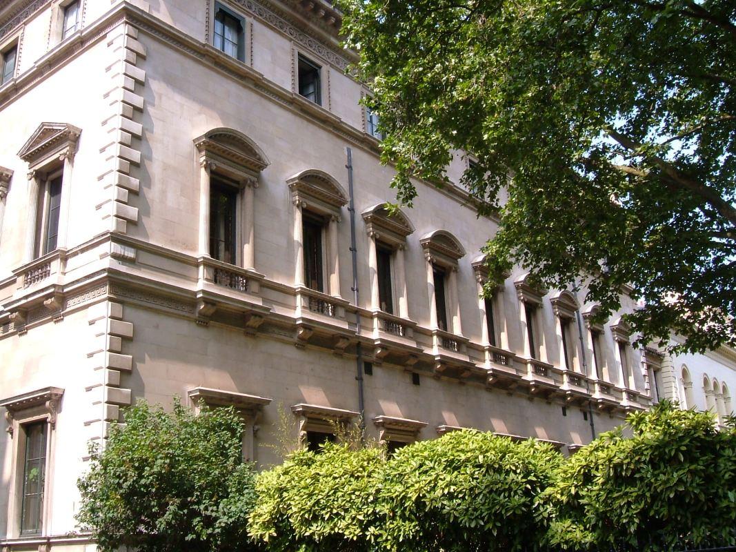 The garden facade of The Reform Club