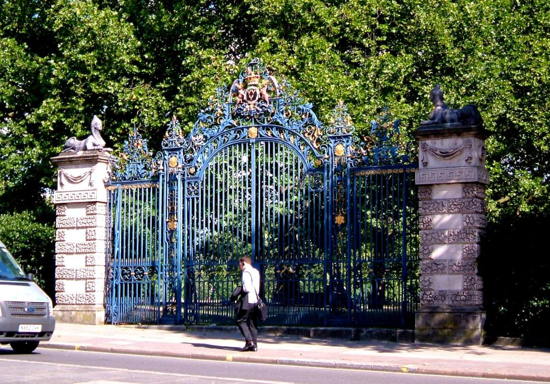 The gates of Devonshire House, leading into Green Park from Piccadilly