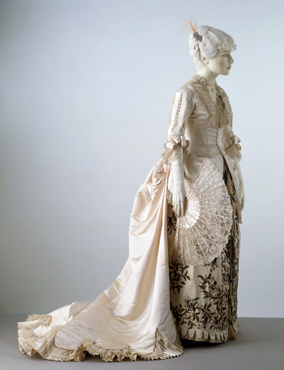Evening dress by Worth, 1880, in the V&A