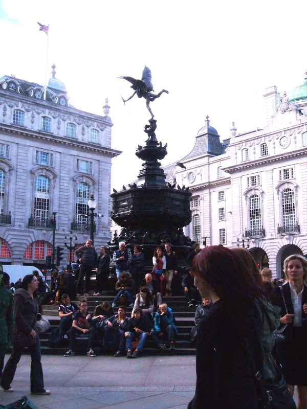 Eros at Piccadilly Circus, with pigeons and tourists