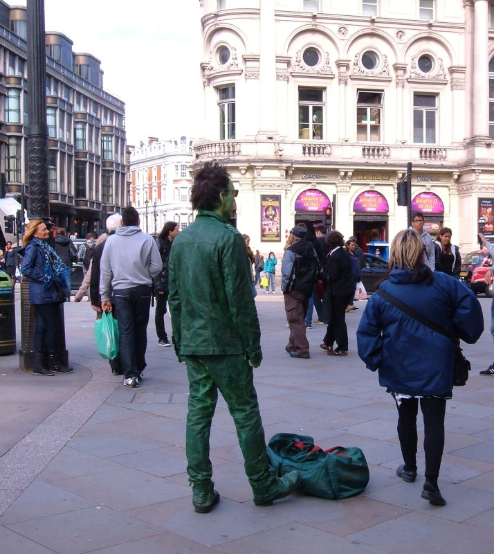 An 'invisible' human statue - not a single passerby saw this man!