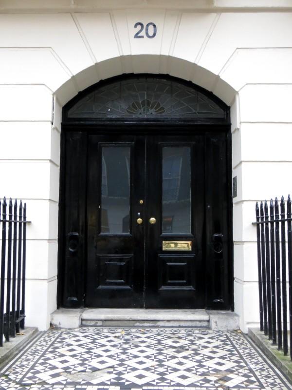 Elegant, wide doorways in Bedford Place