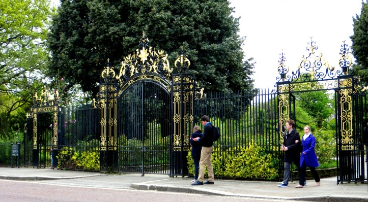 Queen Mary's Gate, Regent's Park