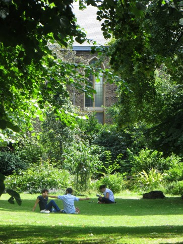 Canonbury Gardens, with St Stephen's Church in the background