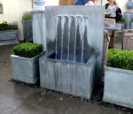 Free-standing water feature