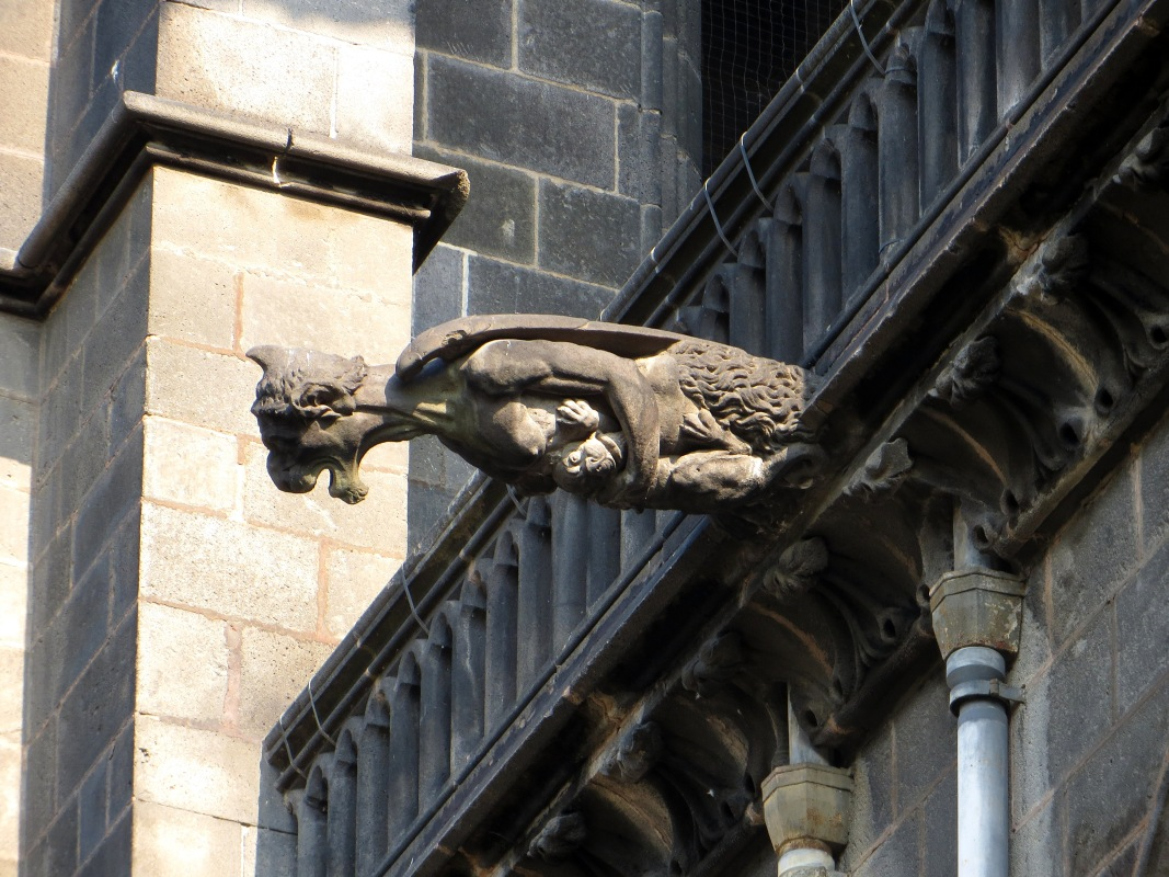 Gargoyle on the cathedral of Clermont Ferrand
