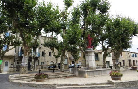 Main square in Claret
