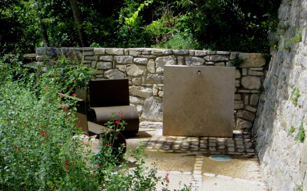 Contemporary seating, Vezenobres