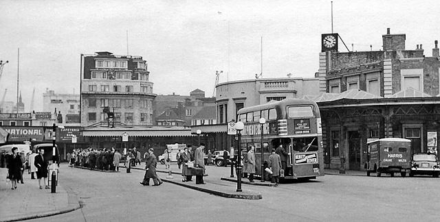 London Bridge Station, 1978 (Wikipedia)