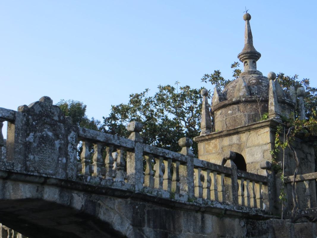 Curved arch bridge of Pazo de Fefinans