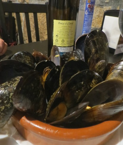 Hot, steamed mussels