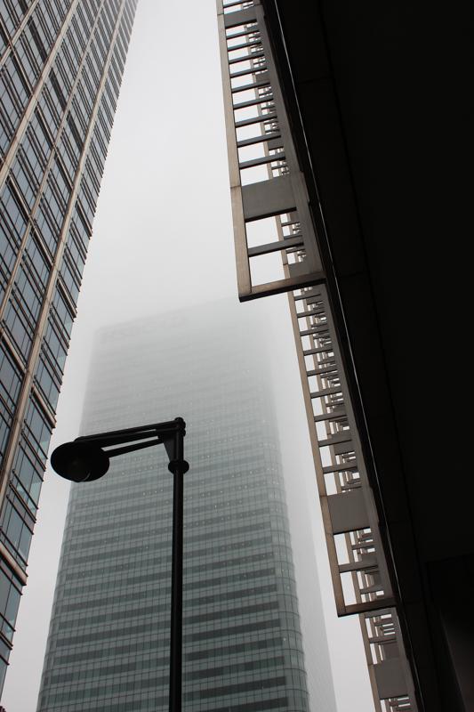 2014-12-5 Canary Wharf in the mist LR-2095