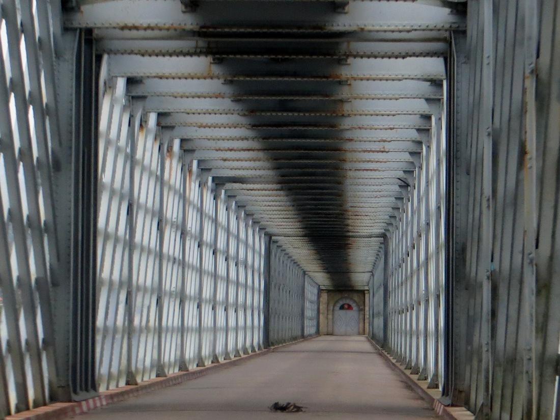 The iron bridge between Tui and Valencay