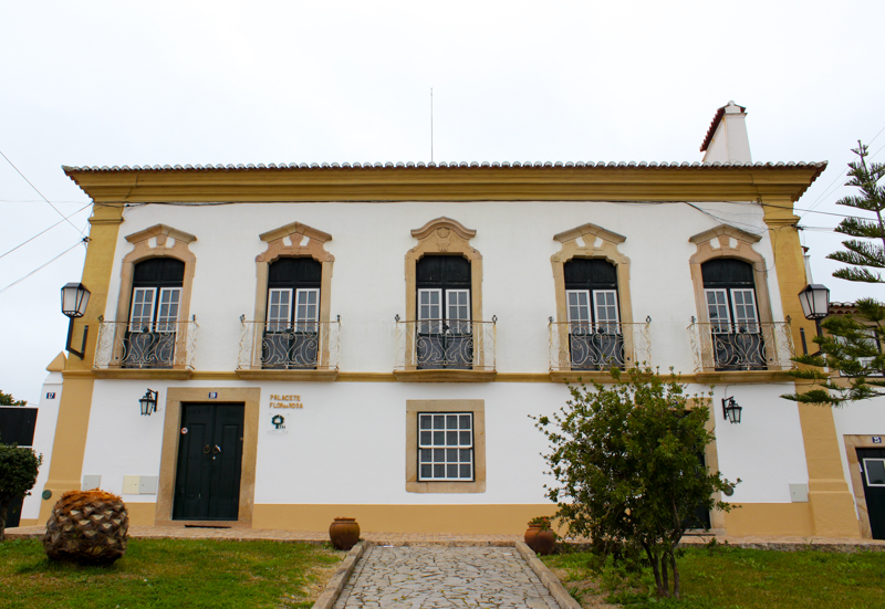 Holiday accommodation in Flor da Rosa