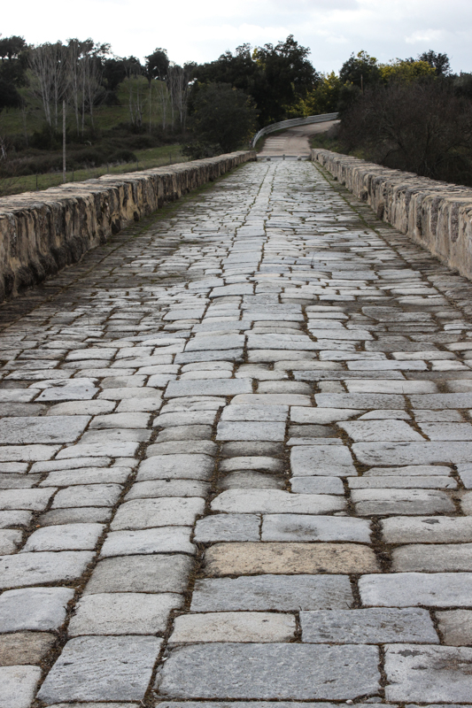 The road over the Roman Bridge, Vila Formosa