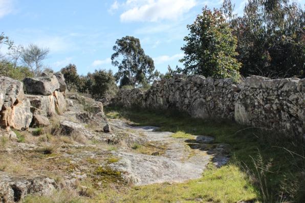 The path to the Fonte de Laranjo