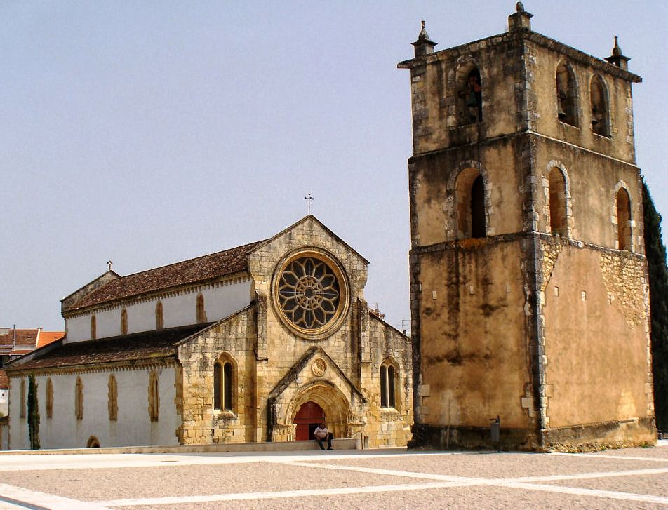 Santa Maria do Olival (www.livingstatues.com)