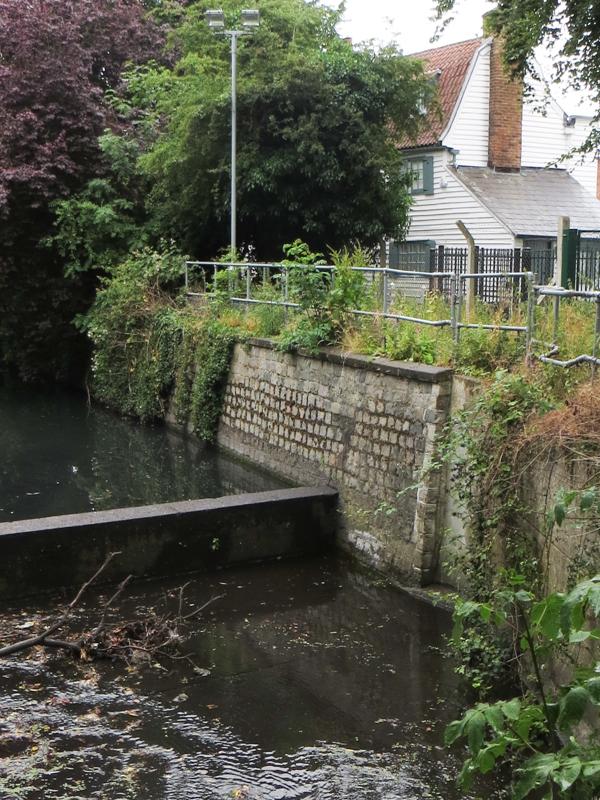 No.18 Glassmill Lane, Bromley, next to the Ravensbourne in Glassmill Pond