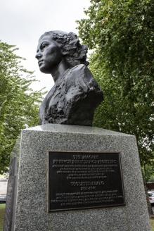 Memorial to Violette Szabo & SOE on Albert Embankment