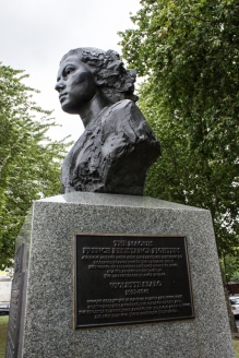 Memorial to Violette Szabo & SOE on Albert Embankment