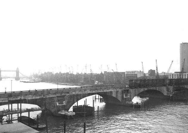 London Bridge under construction (www.london24.com)