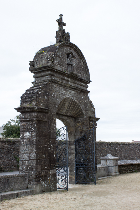 A second arch and calvary, Pleyben