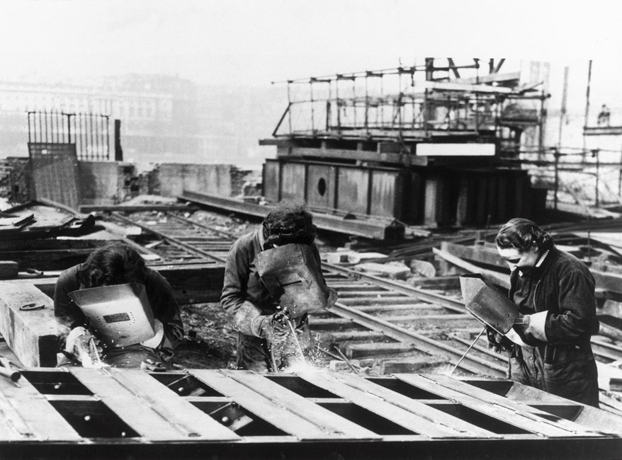 Women welders working on Waterloo Bridge www.historicengland.org.uk