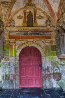 The South Porch, Locmelar