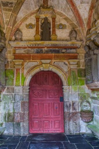 The South Porch, Locmelar