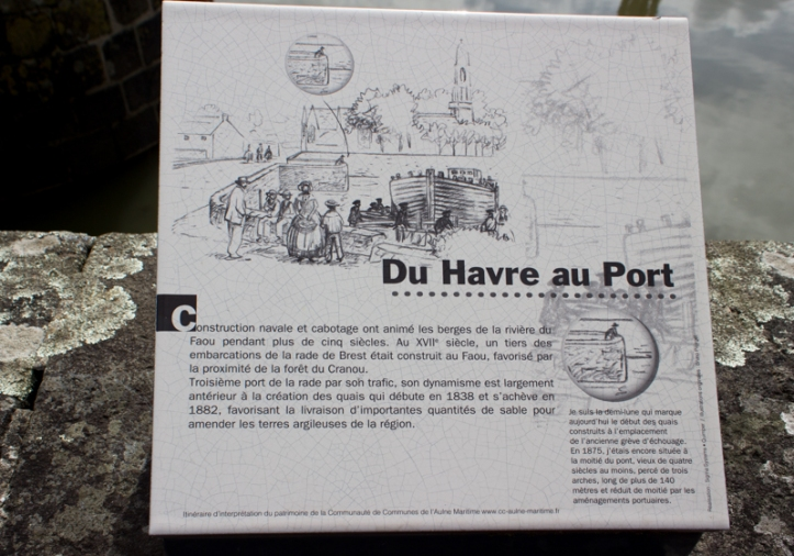 INformation board at Le Faou