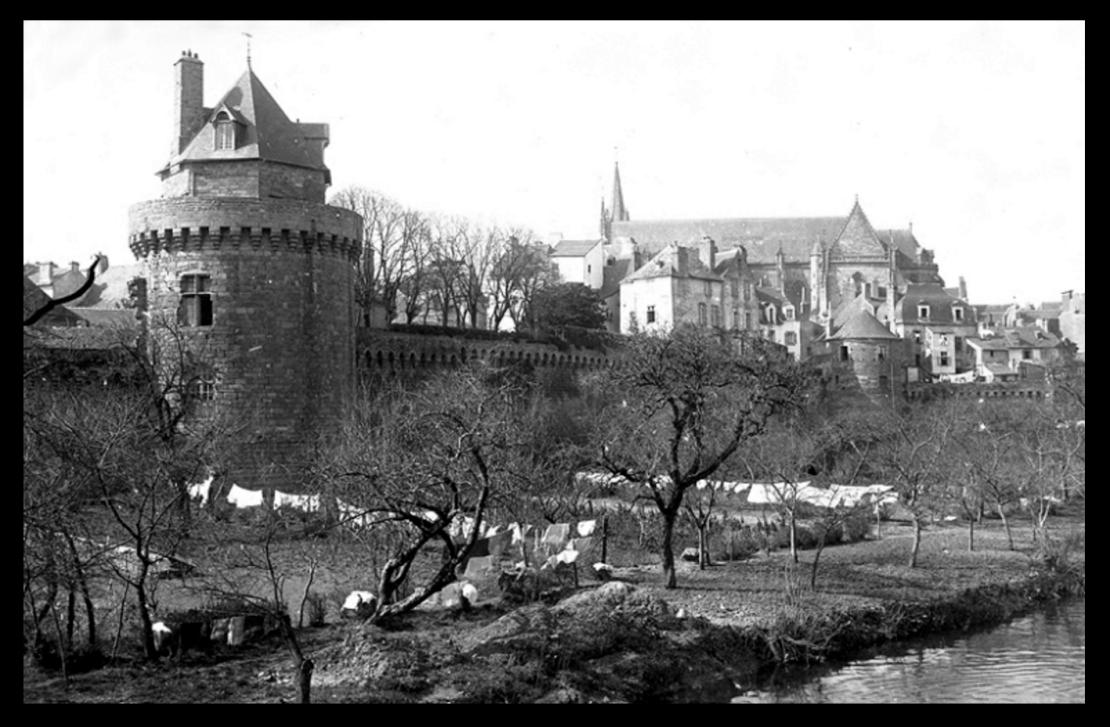 The ramparts of Vannes, c.1900 (Wikipedia)