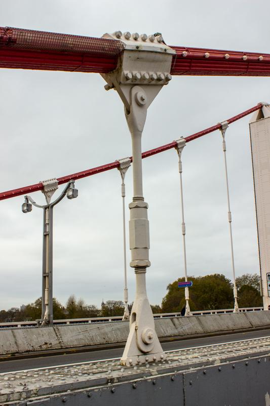 Chelsea Bridge is a suspension bridge