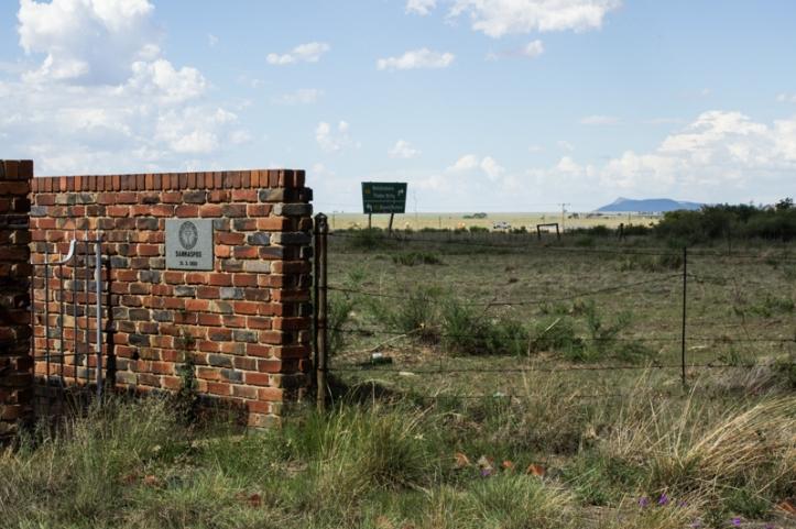 The entrance to the graveyard at Sannas Pos