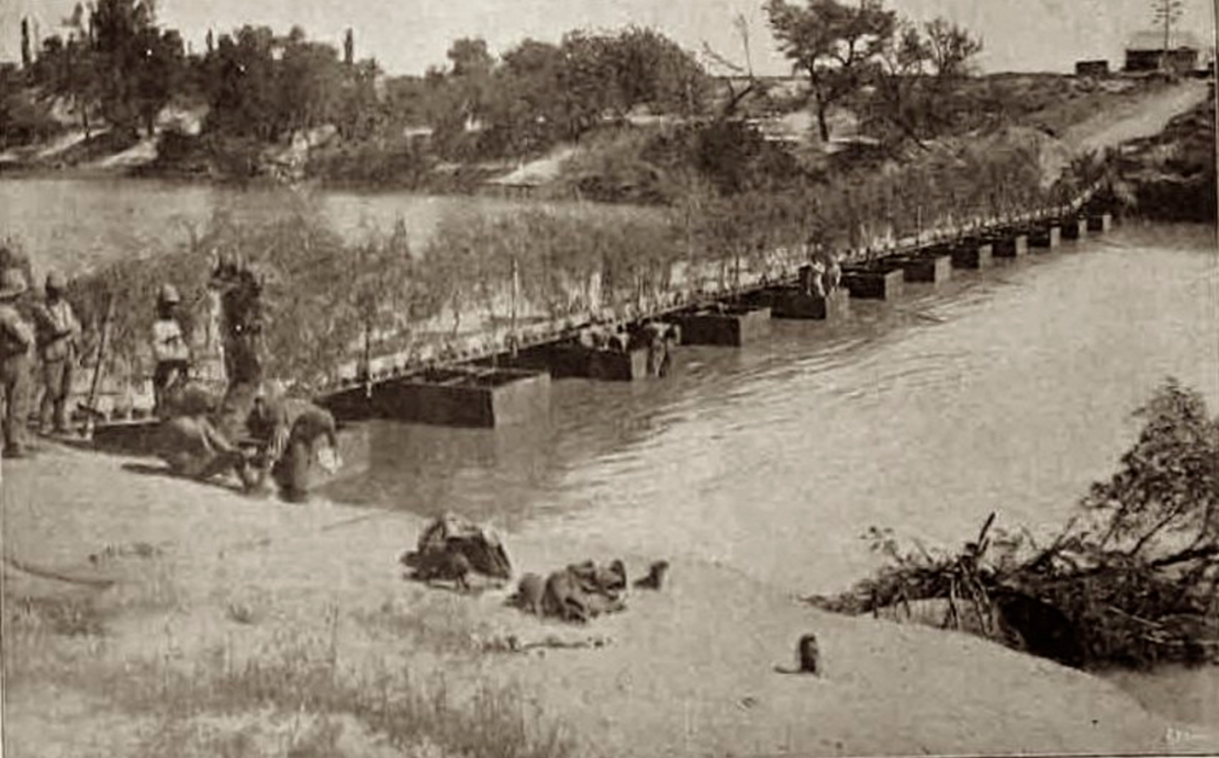 Pontoon Bridge over the Modder River after Boers had destroyed the railway bridge (Wikimedia)