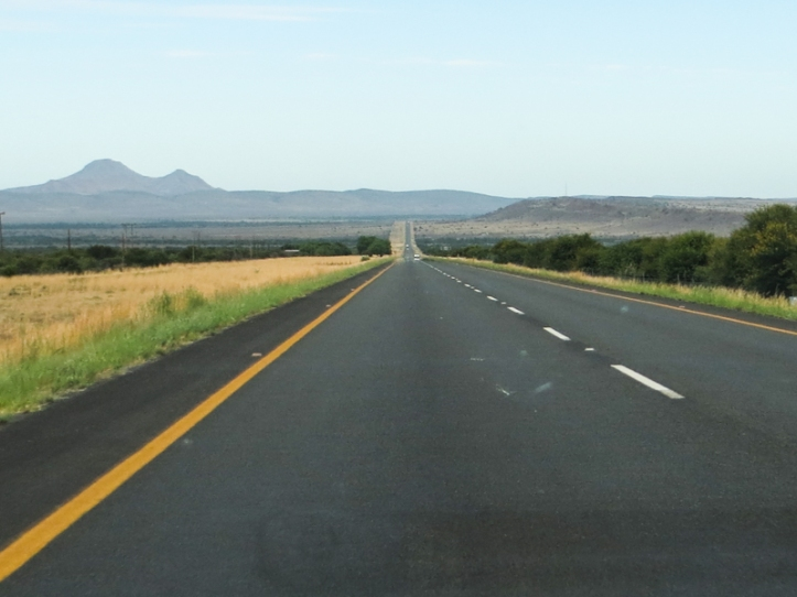 The road south from Graaff Reinet