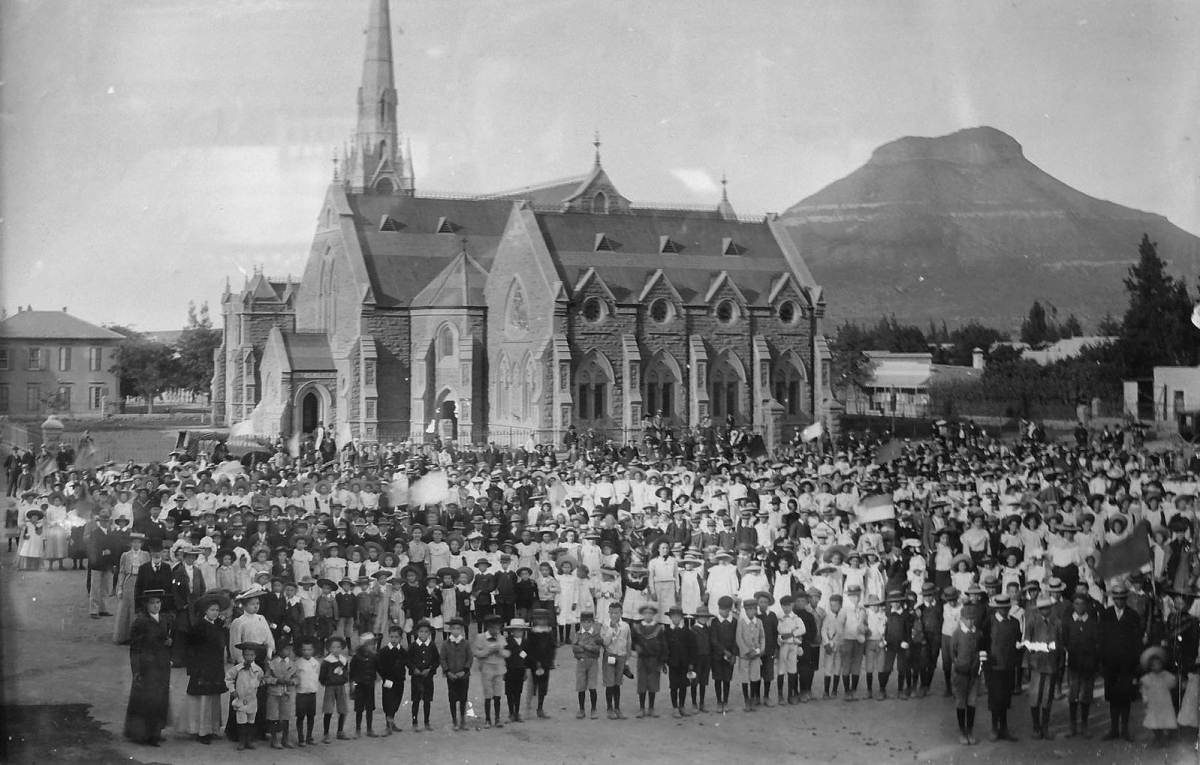 The inauguration of the DR Church in 1887 (https://af.wikipedia.org/wiki/L%C3%AAer:Inwyding_NG_kerk_Graaff-Reinet.jpg)