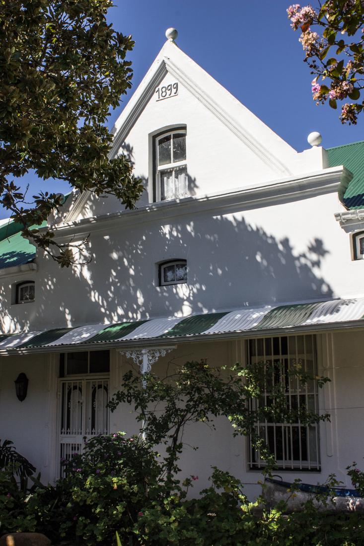 Green & white corrugated iron in Stellenbosch