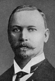 Jan Christian Smuts c.1914 (https://en.wikipedia.org/wiki/File:JanSmutsfacepre1915.jpg)