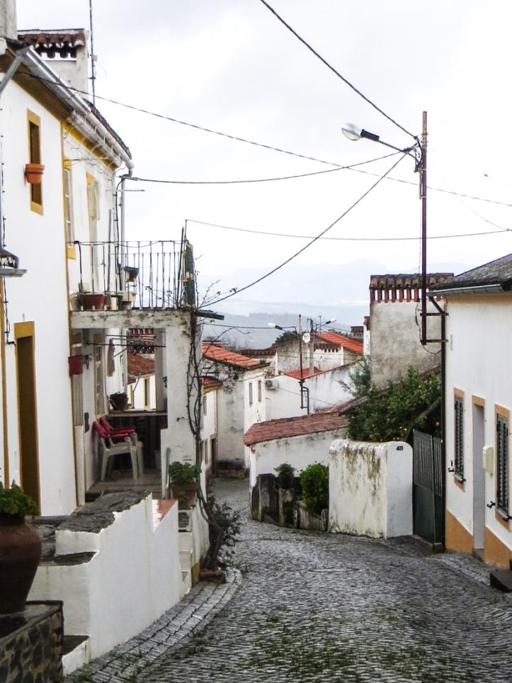The main street of Chao da Velha