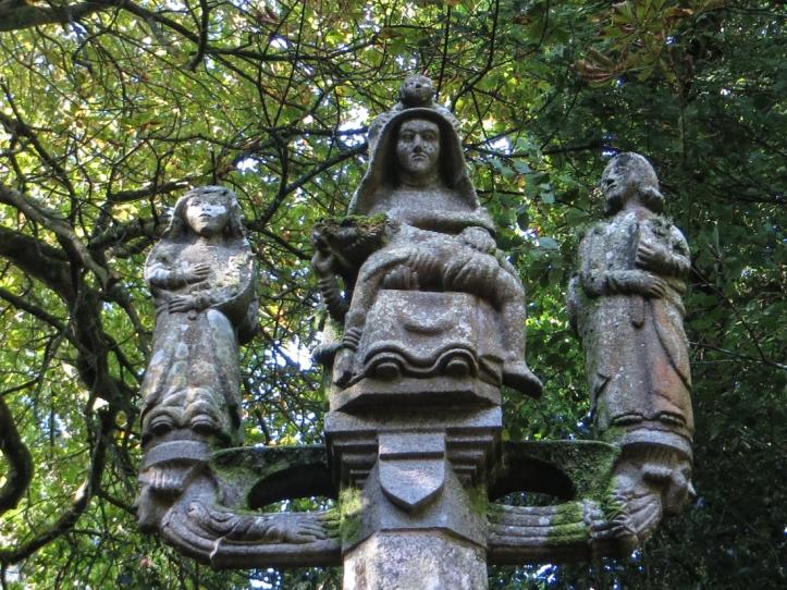The Calvary at La Chapelle de la Croix, Loqueffret