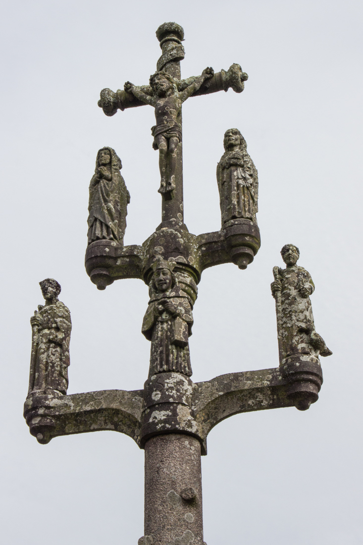 Calvary of 1540, with Roland Dore figures, at Plouneour-Menez