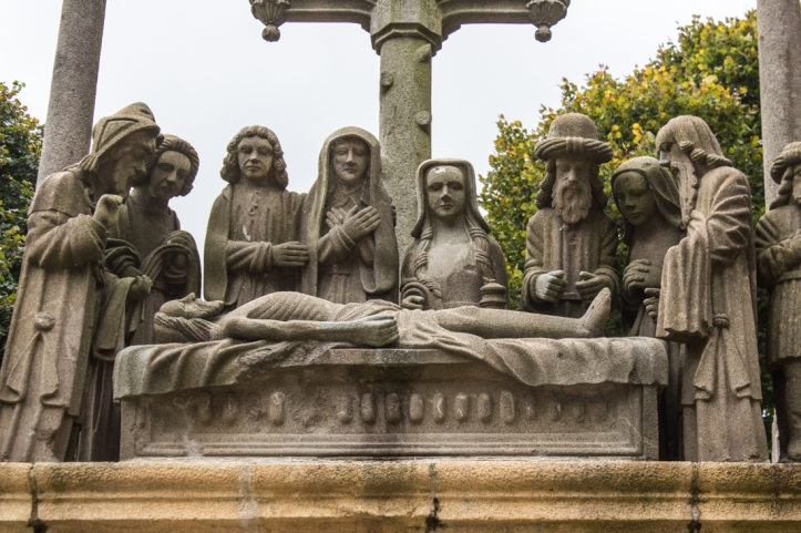 The entombment of Christ, Plougastel-Daoulas, East Side