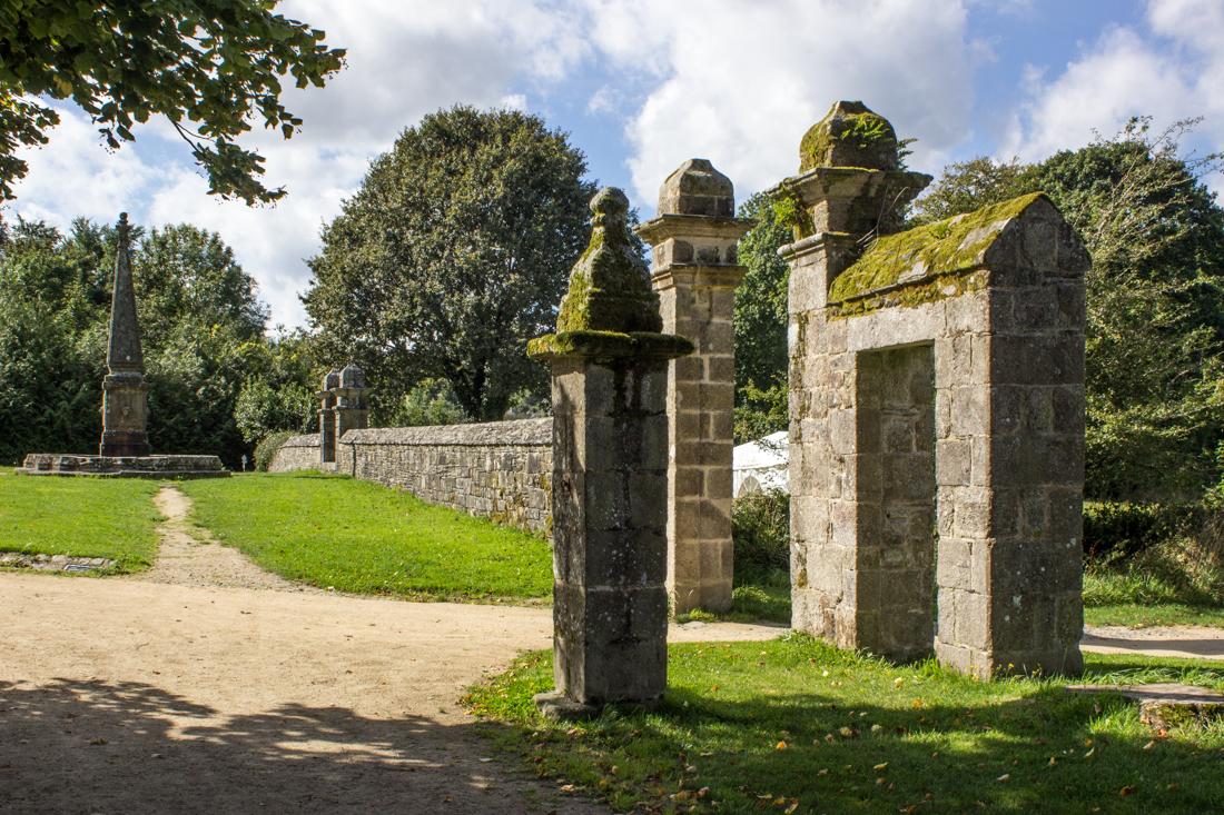 Abbey of Le Relecq, walls of garden and fountain