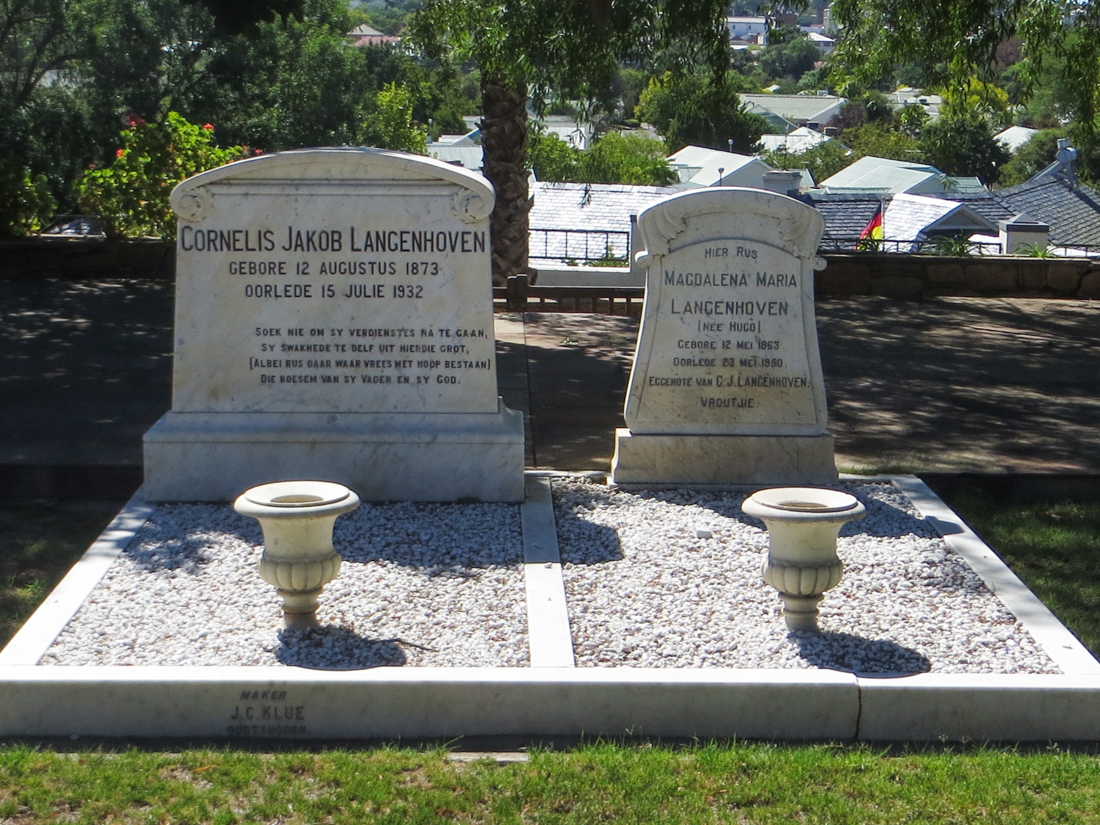 The graves of Langenhoven and his wife in the grounds of his home