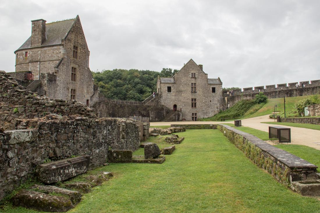 Tour Raoul (L) & Tour Surienne (R), Fougeres Castle