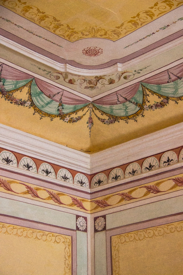 Painted reception room in the Pousada Vila Vicosa