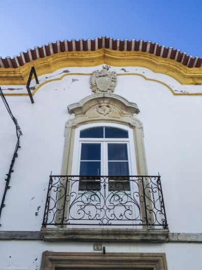 Crest on a mansion in Alter do Chao